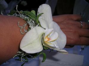 Detail naramku, ktory dostali pozvane damy (ako alternativu pierka)