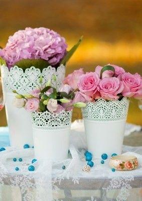 Svatba ve stodole - plechové květináčky nakoupeny