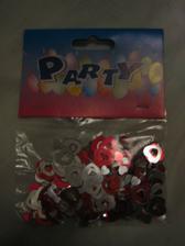 """Tyhle konfety mám doma, ale ještě nevím, jestli je použiju... nějak se mi tam nehodí ta červená do """"růžové svatby"""""""