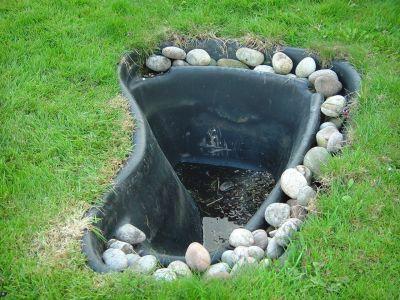 Voda v záhrade - Plastové jazierko
