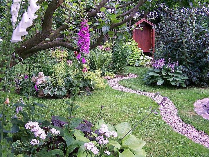 Krása divokej záhrady - záhrada plná romantických zákutí