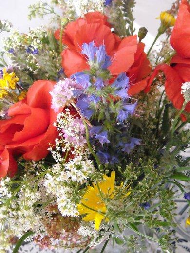 Dekorácie s lúčnymi kvetmi - Obrázok č. 2