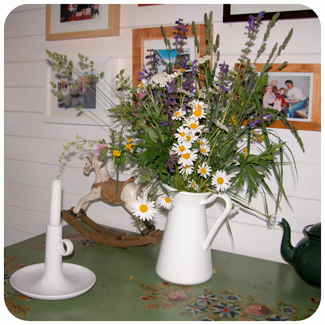 Dekorácie s lúčnymi kvetmi - Obrázok č. 23