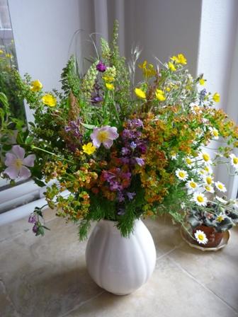 Dekorácie s lúčnymi kvetmi - Obrázok č. 26