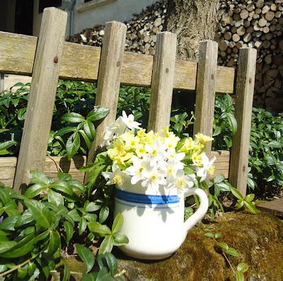 Dekorácie s lúčnymi kvetmi - Obrázok č. 38