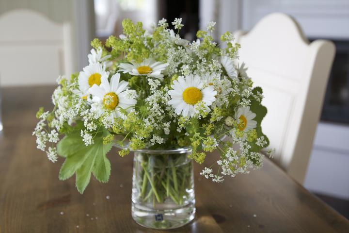 Dekorácie s lúčnymi kvetmi - Obrázok č. 51