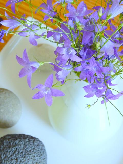 Dekorácie s lúčnymi kvetmi - Obrázok č. 58