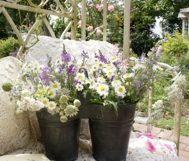 Dekorácie s lúčnymi kvetmi - Obrázok č. 62