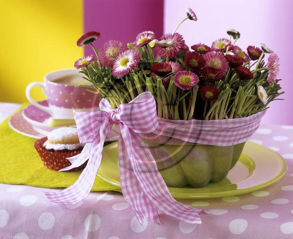 Dekorácie s lúčnymi kvetmi - Obrázok č. 85