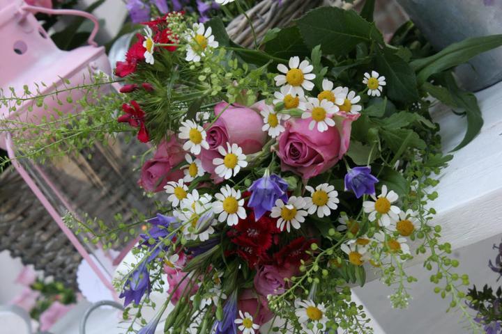 Dekorácie s lúčnymi kvetmi - Obrázok č. 98