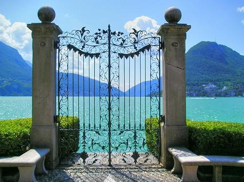 Voda v záhrade - spomienka na letnú dovolenku