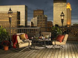 večerné posedenie na balkone má čarovnú atmosféru