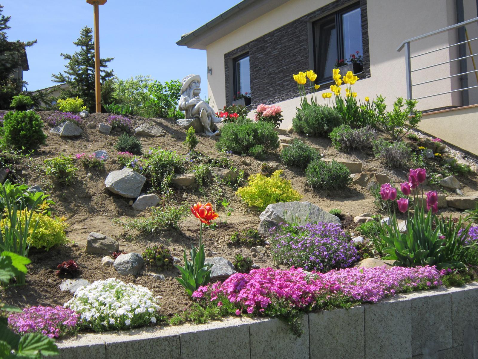 Moja záhrada...ako šiel čas - Takto to teraz kvitne u nás...