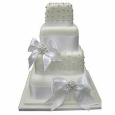 Náš svatební dortík :-)))) Akorát bez posledního patra...místo něho  budou stát figurky ;-))))