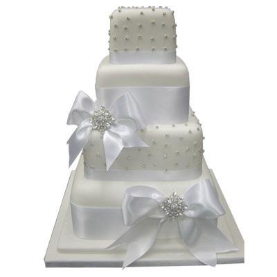 Co už máme ;-)))) - Náš svatební dortík :-)))) Akorát bez posledního patra...místo něho  budou stát figurky ;-))))