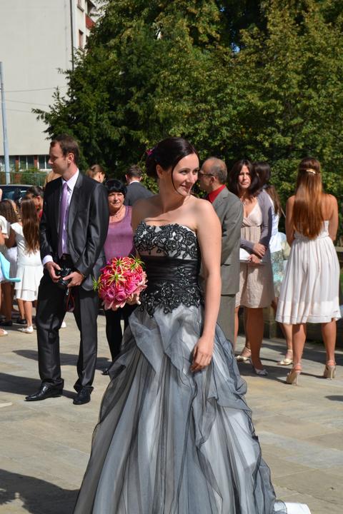 S{{_AND_}}J - Ať žijí netradiční svatební šaty.