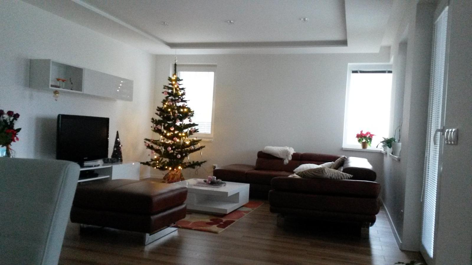 pribudli záclony - vianoce bez záclon