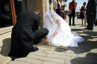 První překvapení na svatbě