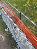 rôzne káble vedené v plote (osvetlenie,poplašne,elektricke a.t.ď)