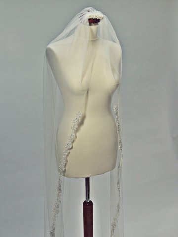 Handmade svadobné závoje by Mariee design - http://marieedesign.sk/svadobne-doplnky/svadobne-zavoje