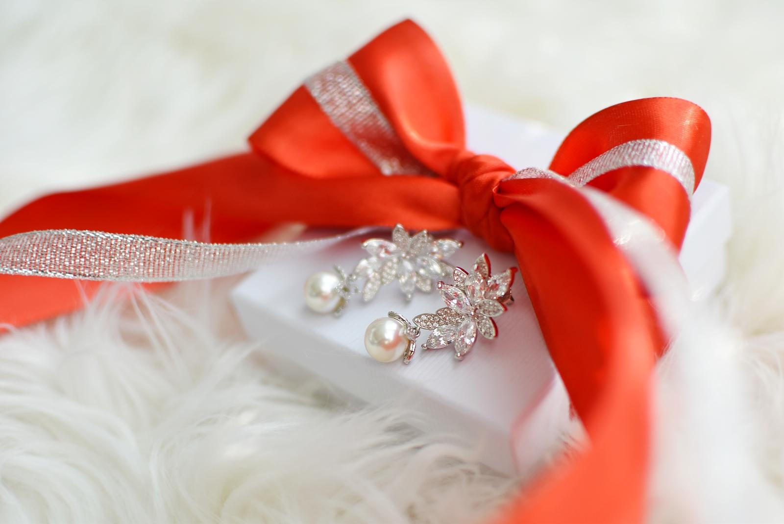 Vianočné zľavy na všetky náušničky do vypredania zásob!!! - Skvelé zľavy až do 18.12. na všetky náušničky do vypredania zásob + 🎀vianočné balenie ZDARMA🎀 www.marieedesign.sk