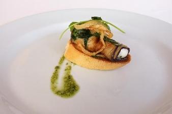 Grilovaná rolka lilku s pěnou ze sýru feta