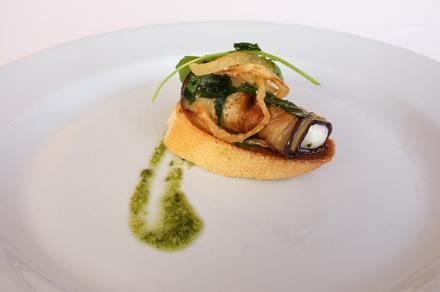 Degustační požitek - Grilovaná rolka lilku s pěnou ze sýru feta
