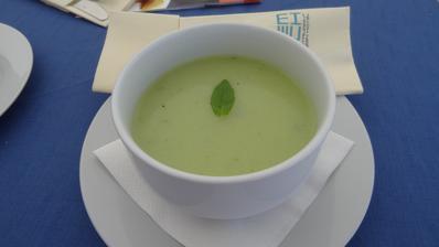 Okurková polévka s gin želé