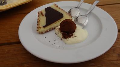 Variace terinky plněné ganáží z bílé čokolády, limetkového crème fraîche a čokoládový lanýž ovoněný kávovým likérem