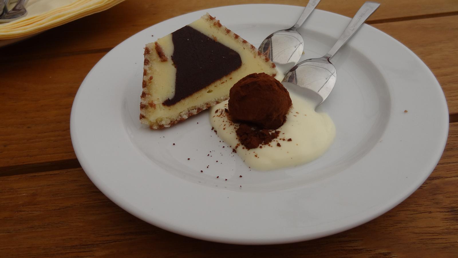 Degustační požitek - Variace terinky plněné ganáží z bílé čokolády, limetkového crème fraîche a čokoládový lanýž ovoněný kávovým likérem