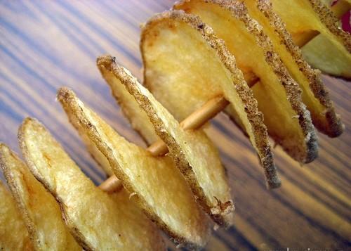 Degustační požitek - Spirálové brambůrky šunkové a ještě jsem měla sýrové- naprosto luxusní, nejradši bych si ten stroj pořídila domů!
