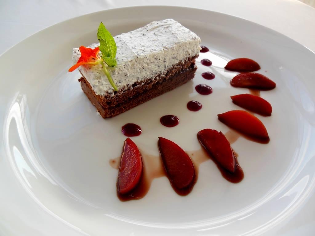 Degustační požitek - Perníkový řez se švestkovými povidly a makovou šlehanou pěnou - luxusnííí
