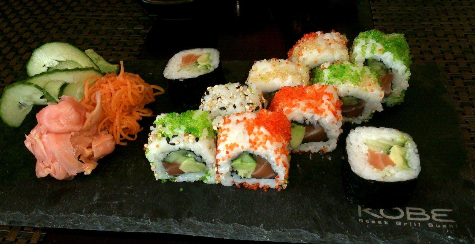 Degustační požitek - California special - selekce z Sushi pointu, měli 25% slevu, ale upřímně první 3 kusy mi docela chutnaly, ale po čísle 6 se mi začalo už dělat nevolno, takže jsem ráda, že jsem ochutnala, ale už asi nikdy, jedině ochutnat od někoho 1,2 kusy to jo:D