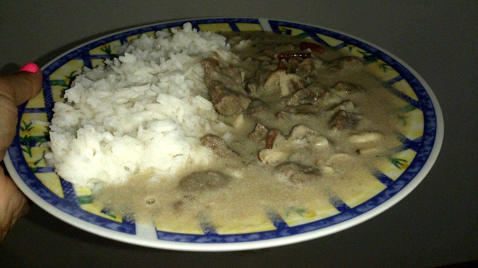 Degustační požitek - jsem poprvé zkoušela hovězí na houbách a snědla jsem dva tyto talíře :-D