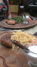 steak z vepřové panenky a krůtí steak dobrota