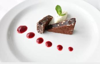čokoládové brownie s citronovým mousse - naprosto luxusní, ještě jsem k tomu měla šlehačku z Raďovy vídeňské kávy :-D