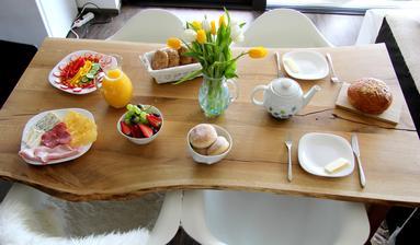 Sázku ohledně termínu bydlení jsem prohrála a královskou snídani jsem dnes chystala :-)