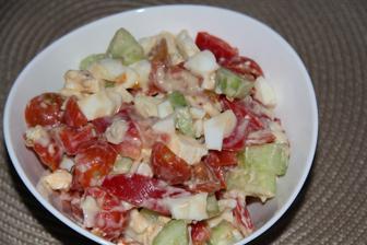 lehčí večeře- zelenina, balkán, vejce, eidam a sýrová omáčka s parmazánem od apetita, mňam!
