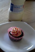 Nejlepší a nejvláčnější cupcake, jaký jsem jedla z MY FOOD a to mlíčko k tomu lahodaa