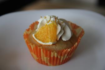 po vaření guláše jsem dostala chuť na pomerančový cupcake