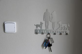 i náš věšák na klíče už visíí