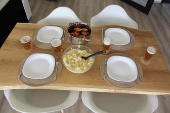 Sobotní oběd pro ty šikuly, co betonovali terasu :-)