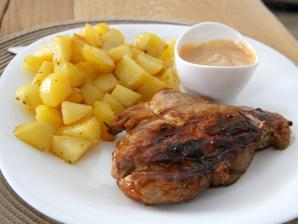 nedělní oběd- vývar s knedlíčky, grilovaná krkovička v barbecue marinádě a čokoládové soufflé