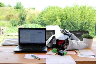 Letní pondělky žeru, svou práci miluju, ale když mohu kancelář přesunout ven, to je teprve to pravé