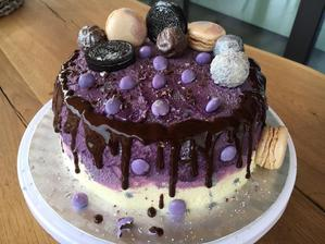 Pro mou nejmilovanější babičku k narozeninám, loni dostala kupovaný a říkala, že to je její první dort v životě, tak tento je sice druhý, ale zase pečený s láskou od vnučky ♥