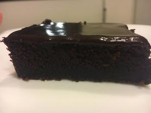 Nejcokoladovejsi buchta jakou jsem kdy jedla a dělala, je v ni skoro pul kila čokolády, 5 kousku a mám dost 😄