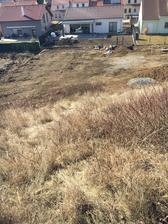 Na našem svahuuu, už aby dojela svahovka a strhla tu vrstvu hnusne trávy a plevelu, to pak bude nadheraa
