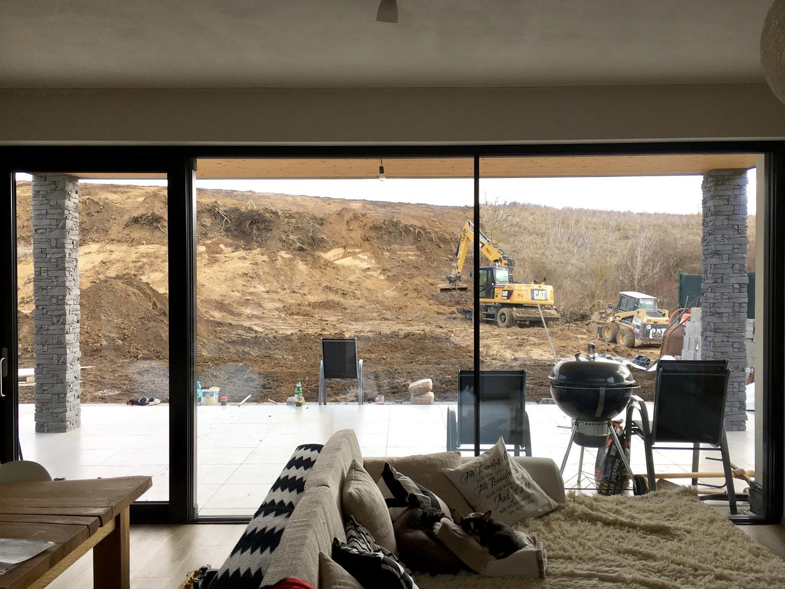 Exteriér domu snů - Aktuálně od nás, vypada to, že do měsíce budeme mít trávník a hotový, 2 věci za který s vyplatí si připlatit a mít to hned 😄