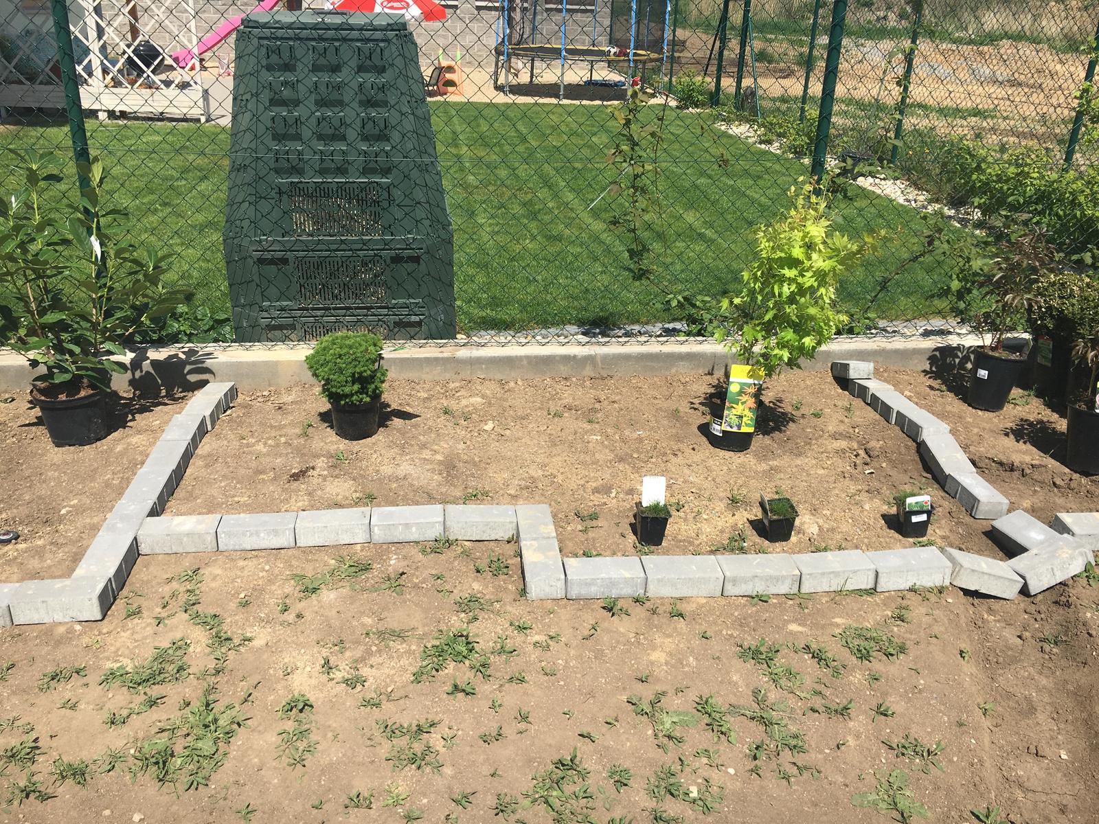 Exteriér domu snů - Picea, acer a kostřavy medvědi