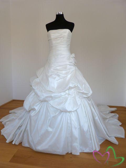 Moje svadobné spomienky - Model Trueno - Manuel Mota for Pronovias v bielej farbe